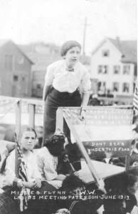 Cartolina con Elizabeth Gurley Flynn allo sciopero del 1913